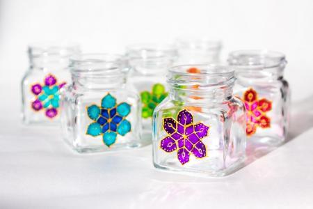 Kis csavarostetős üveg